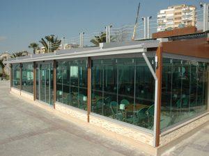 cortina de cristal en restaurante